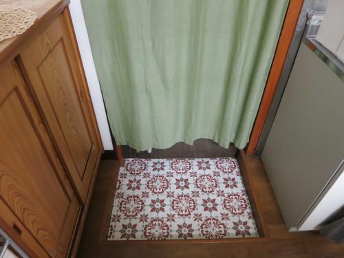 モロッコタイルのクッションフロアを引いた後の玄関