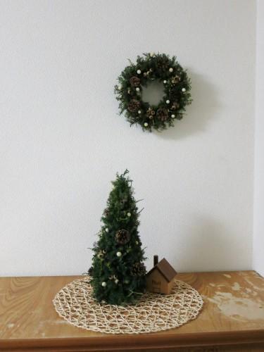 クリスマスリースとツリー