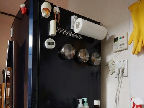 冷蔵庫の横