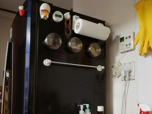 冷蔵庫の横・無印のタオルハンガー