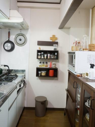 キッチンに壁に付けられる家具